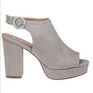 Steve Madden slyye grey platform heels 8.5